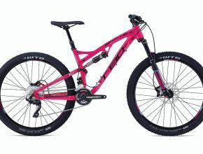 Whyte's awesome T-130SX, available to hammer the French alpine singletrack during your Bikevillage holiday